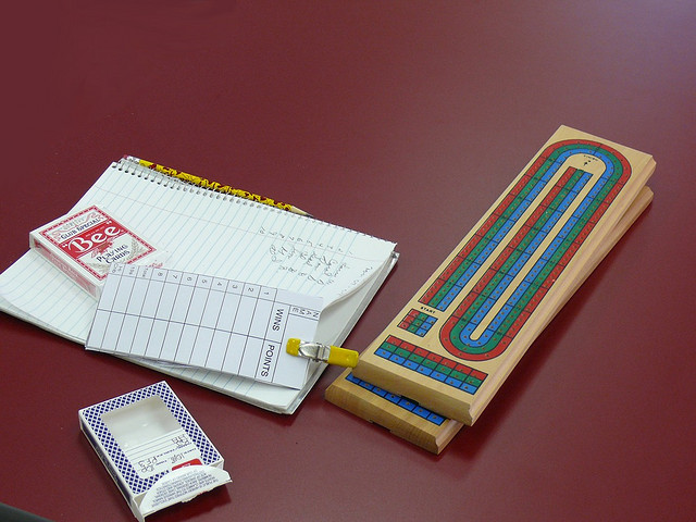Plansza do gry w cribbage - autor Larry & Teddy Page (lic. CC)