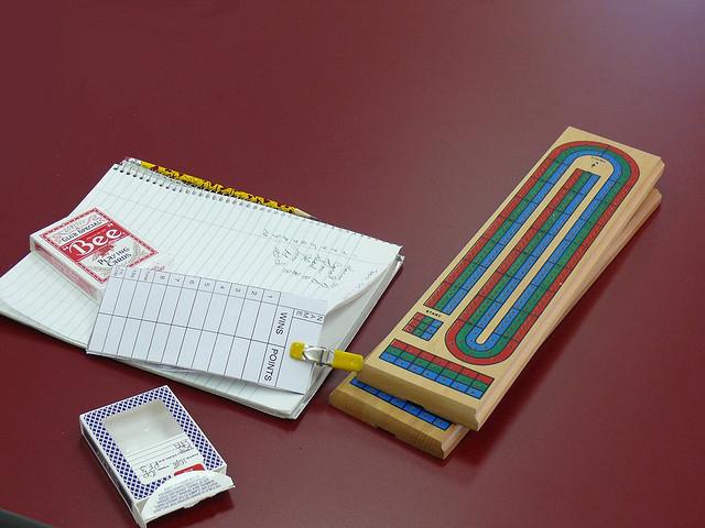 Plansza do gry w cribbage - autor Larry & Teddy Page (lic. CC)